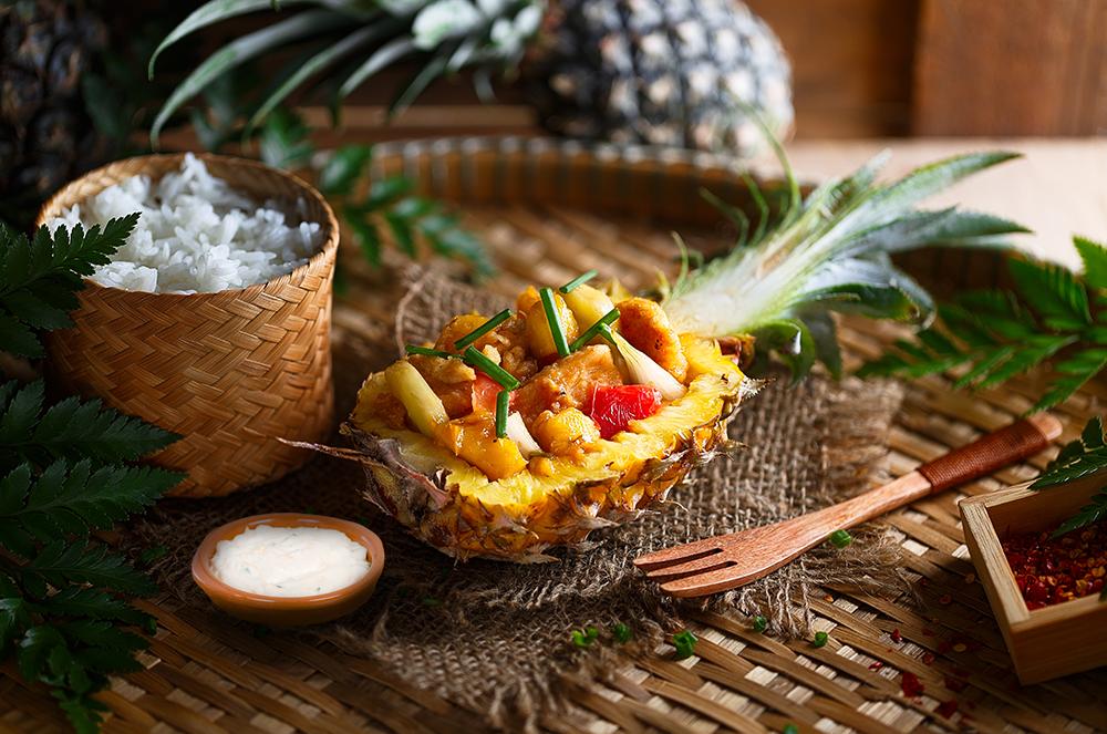 Piept de pui nutritiv cu ananas și sos de brânză